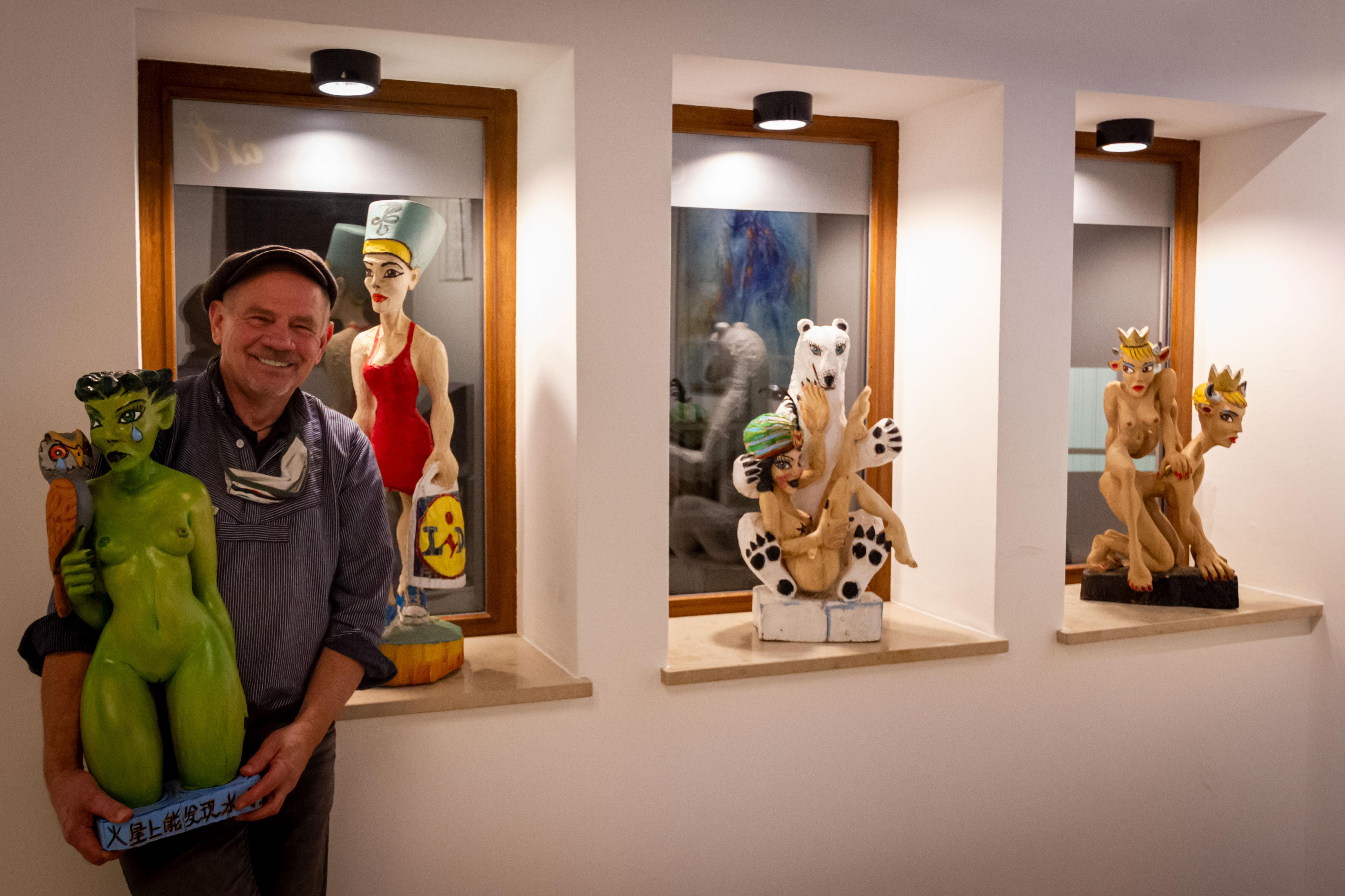 Hagga Bühler - Corona Kunst Peep Show